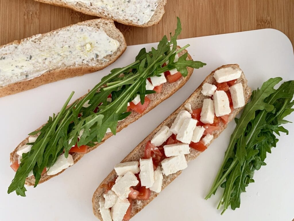 Baguettes belegen Tomate Feta Rucola