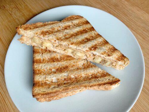 Bananen-Erdnussbutter-Sandwich