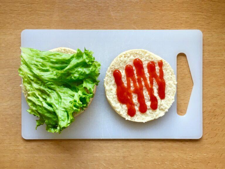 Burger Broetchen Salat Ketchup