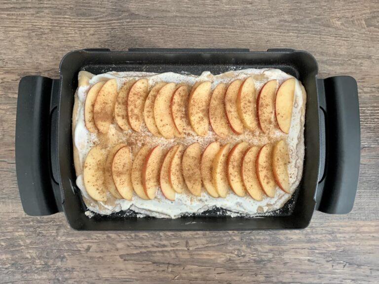 Flammkuchen Zimt Zucker bestreuen