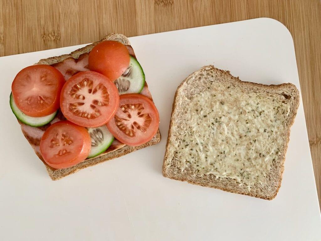 Fleischkäse Sandwich belegen