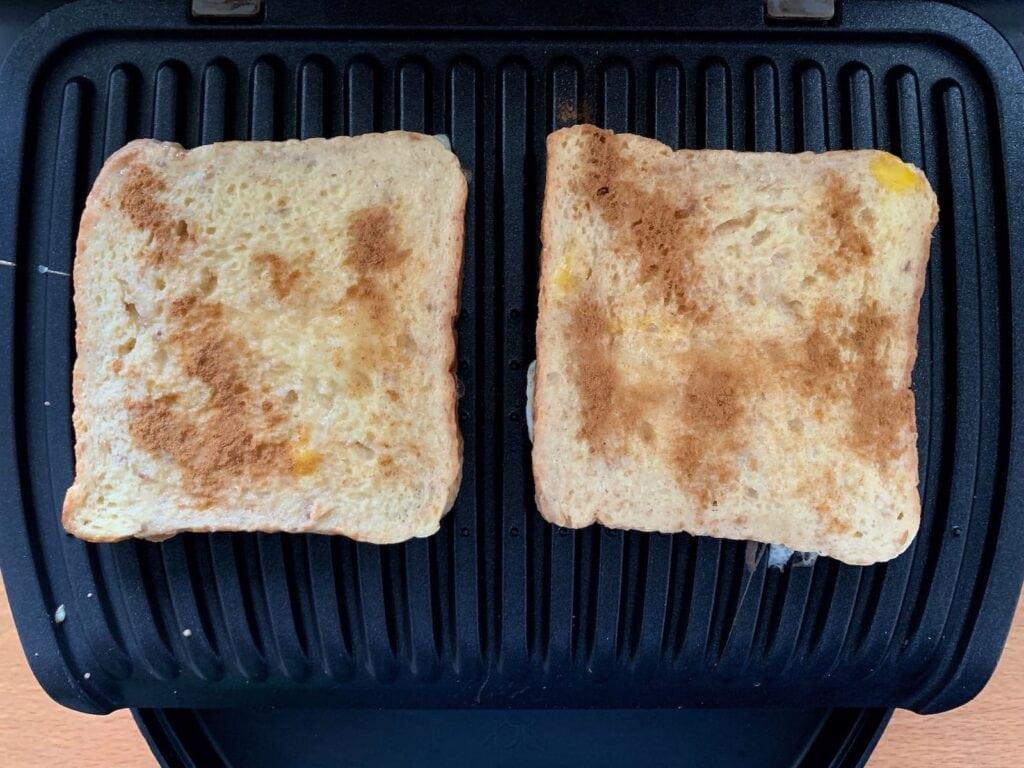French Toast Zimt bestreuen