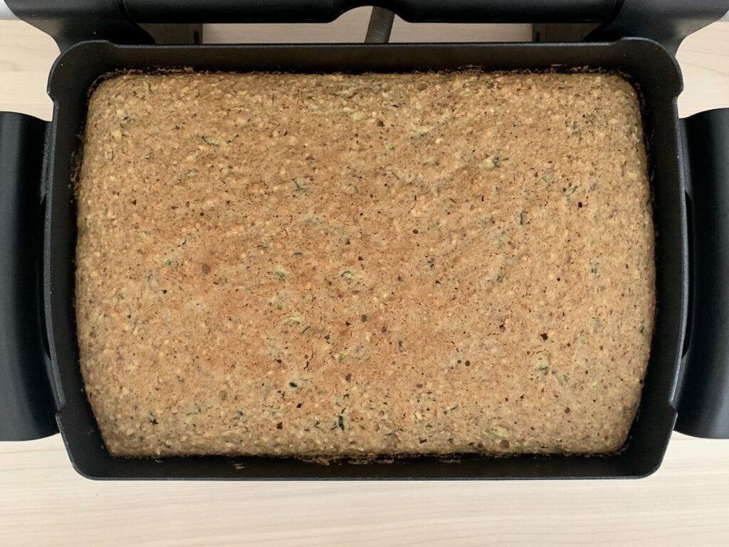 Gebackener Zucchini Nuss Kuchen OptiGrill Backschale