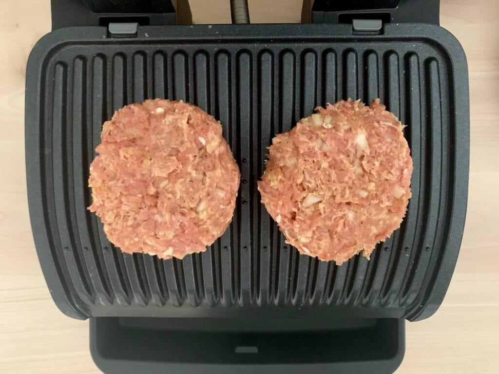 Gefluegel Burger Patties grillen 1