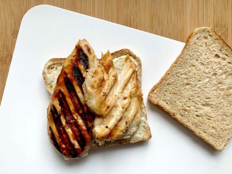 Gegrillte Hähnchenbrust Toast