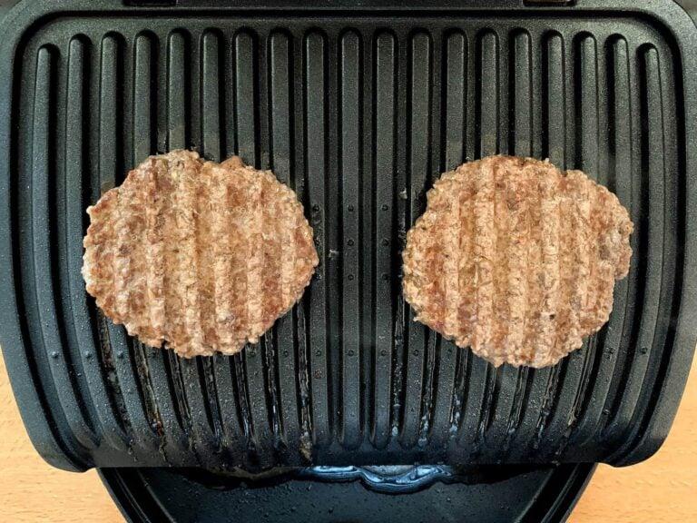 Gegrillte Hamburger Patties Kontaktgrill