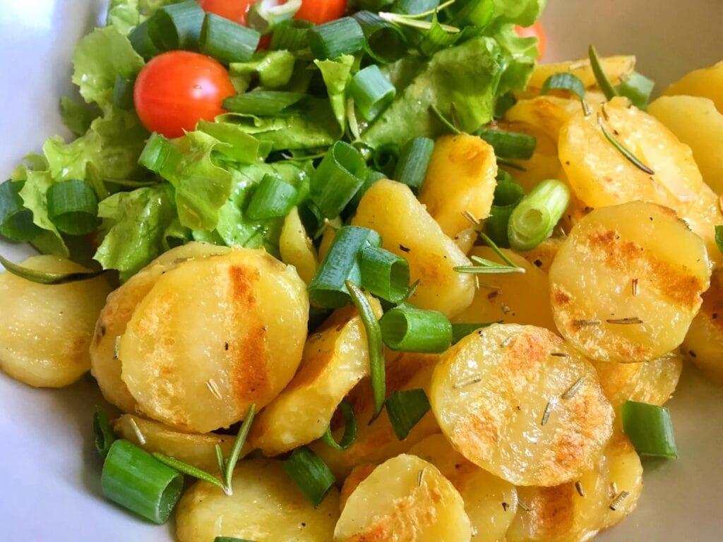 Gegrillte Kartoffeln Salat