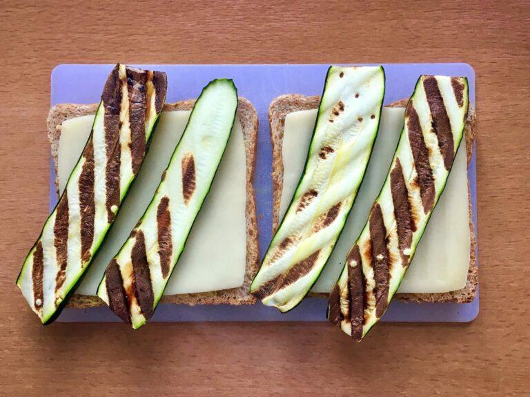Gegrillte Zucchini auf Sandwich Toast
