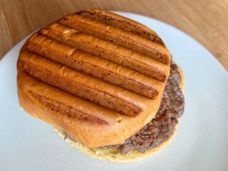Gegrillter Hamburger Kontaktgrill