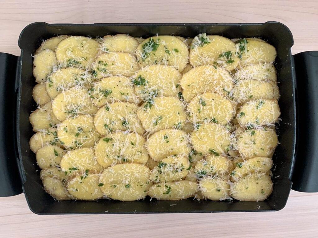 Knoblauchbutter Kartoffeln Parmesan bestreuen