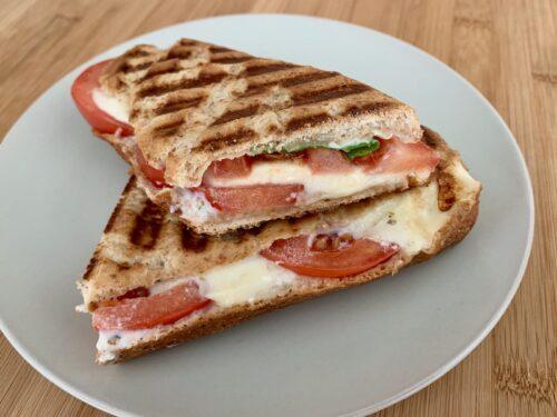 Tomate-Mozzarella-Sandwich