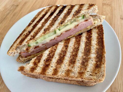 Fleischkäse-Käse-Sandwich