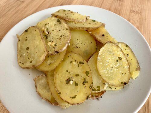 Knoblauchbutter-Kartoffeln