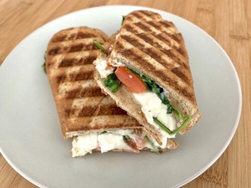 Tomate-Feta-Sandwich