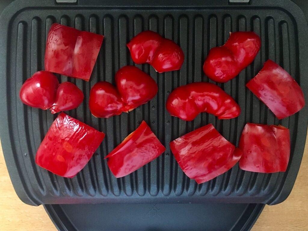 Paprika Stuecke im Kontaktgrill grillen