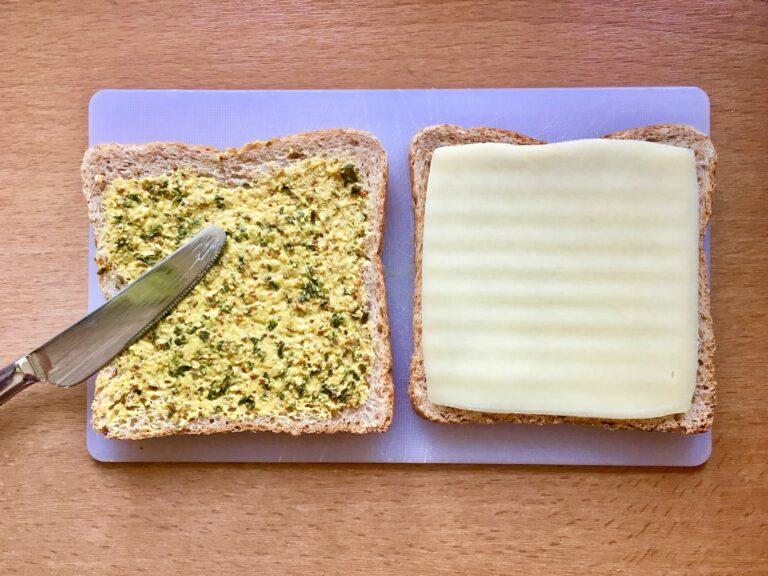 Sandwich Toast mit Senf und Kaese 1
