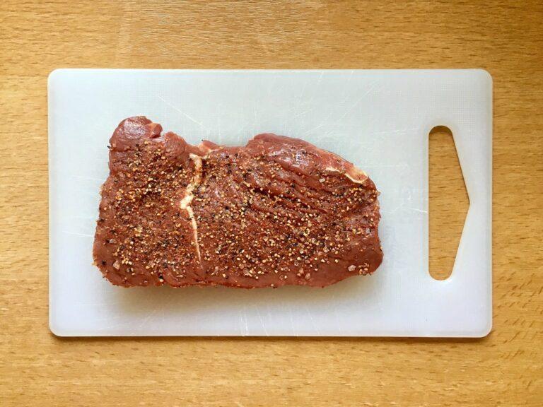 Steak Fleisch salzen pfeffern