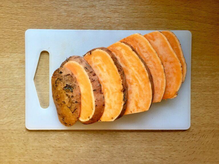Suesskartoffel Scheiben schneiden