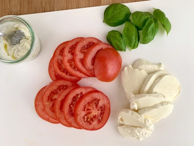 Tomaten Mozzarella schneiden