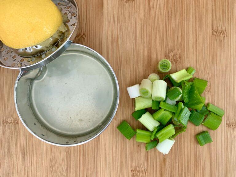 Zitronensaft Fruehlingszwiebeln