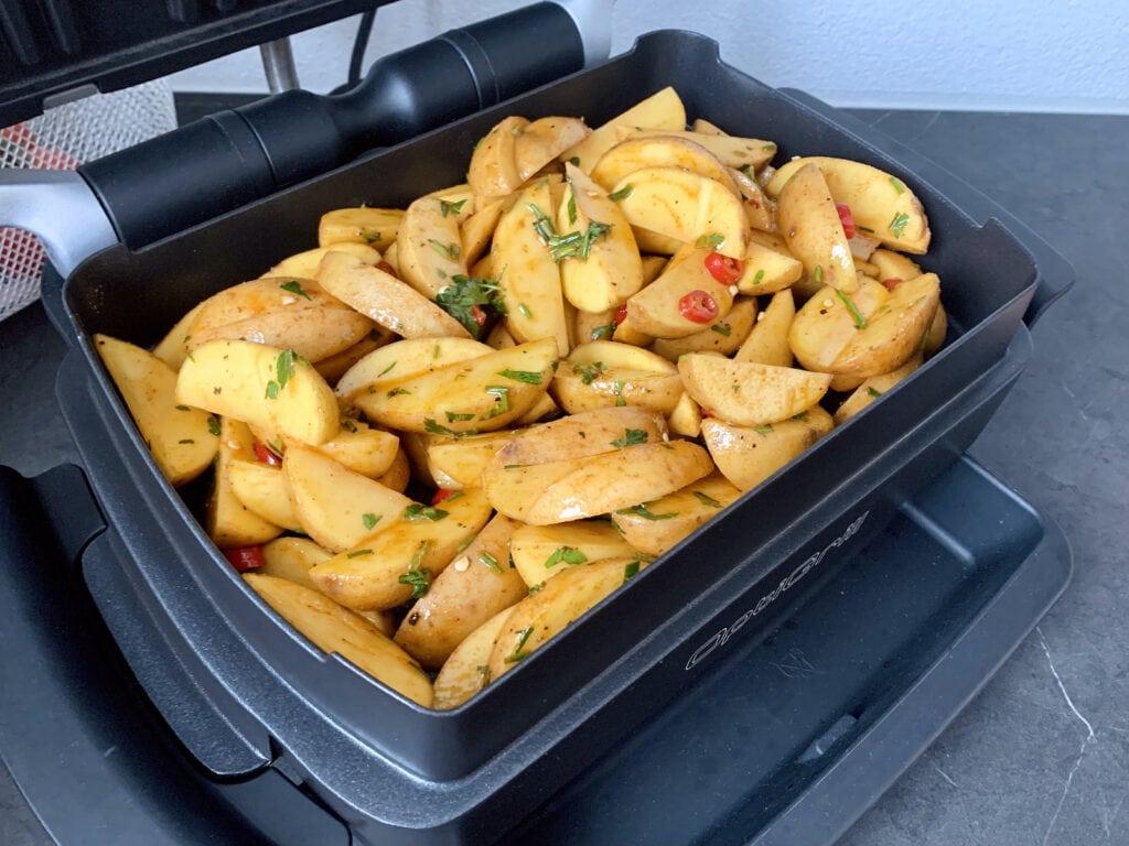 Kartoffel Wedges in der OptiGrill Backschale