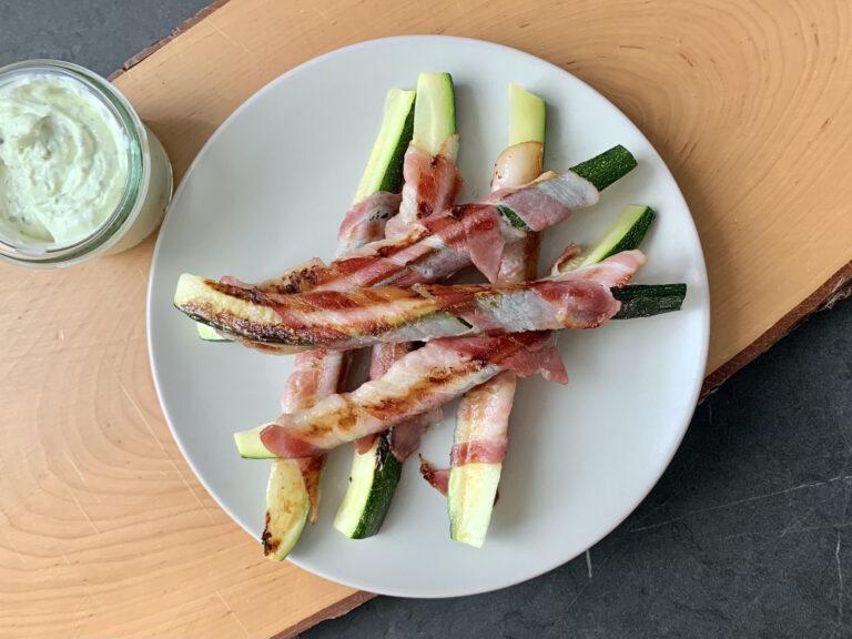 Kontaktgrill Rezept: Zucchini-Bacon-Sticks