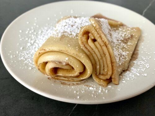 Pfannkuchen-Rolle mit Zimt & Zucker